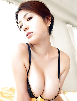 Huge tits Asian and Japanese girls pix